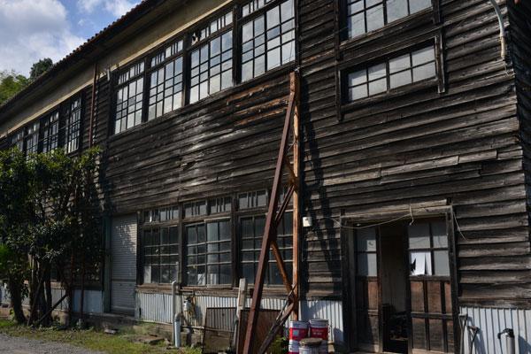 小学校旧校舎が会社です
